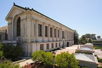 Doe Memorial Library - Image: UCB Doe Memorial Library oblique view dllu