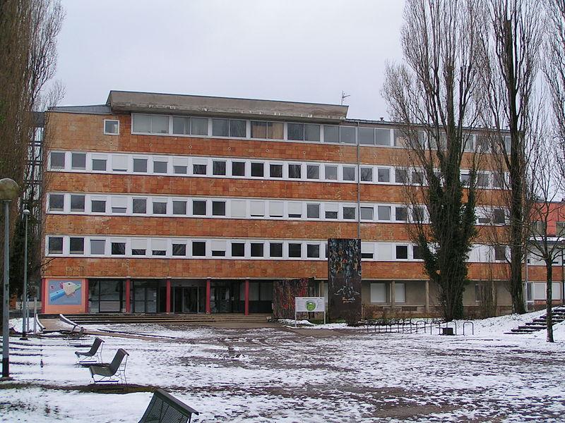 Entrée du bâtiment Propédeutique de l'UFR-ST à Besançon (Doubs, France).