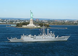 USS Simpson (FFG 56) sails past the Statue of Liberty.jpg