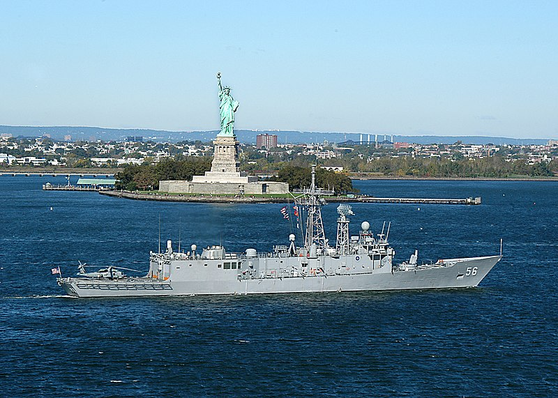 File:USS Simpson (FFG 56) sails past the Statue of Liberty.jpg