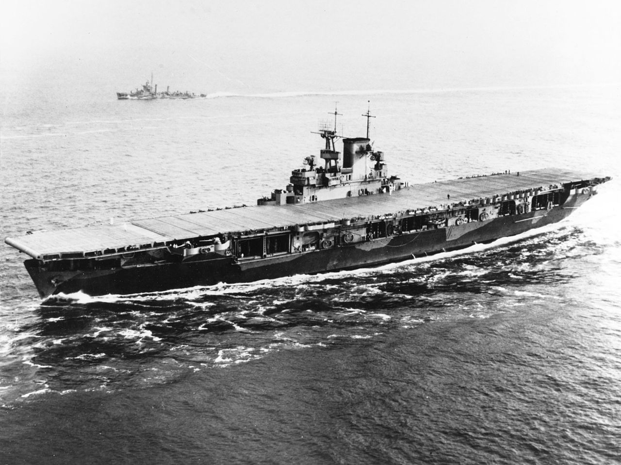 1280px-USS_Wasp_%28CV-7%29_entering_Hampton_Roads_on_26_May_1942.jpg