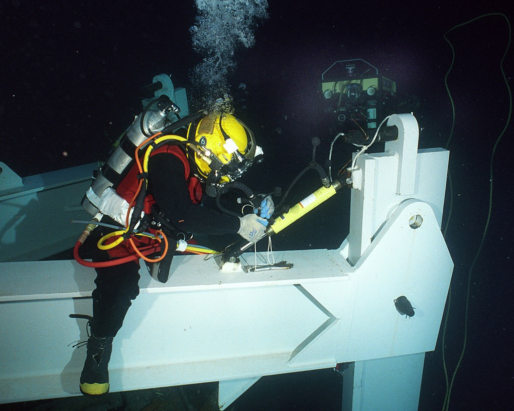 US Navy 020723-N-7479T-002 Navy diver conducts deep sea salvage operations