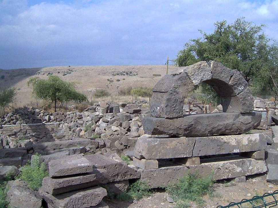 Um-al-kanatir-rehavam-arcs