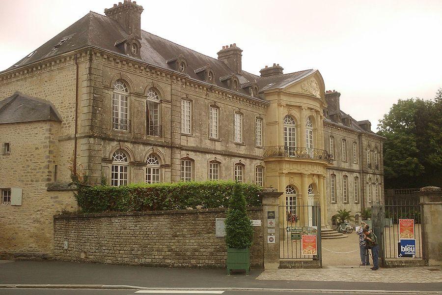 Fr:Hôtel de Beaumont de fr:Valognes