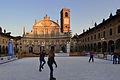 Vigevano Piazza Ducale con pista di pattinaggio.jpg