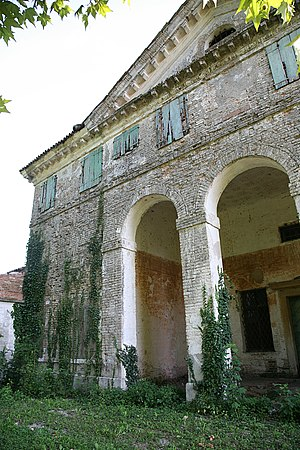 Villa Caldogno - Villa Zeno: the attribution of Villa Caldogno to Palladio rests on similarities to buildings such as Villa Zeno
