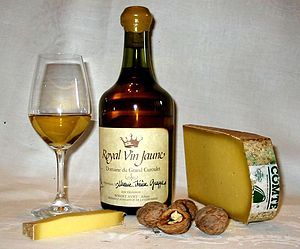 Vin jaune - Vin jaune with Comté cheese and walnuts, a typical regional combination in Jura.