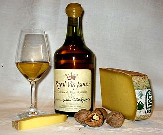 Vin jaune - Vin jaune with Comté cheese and walnuts, a typical regional combination in Jura