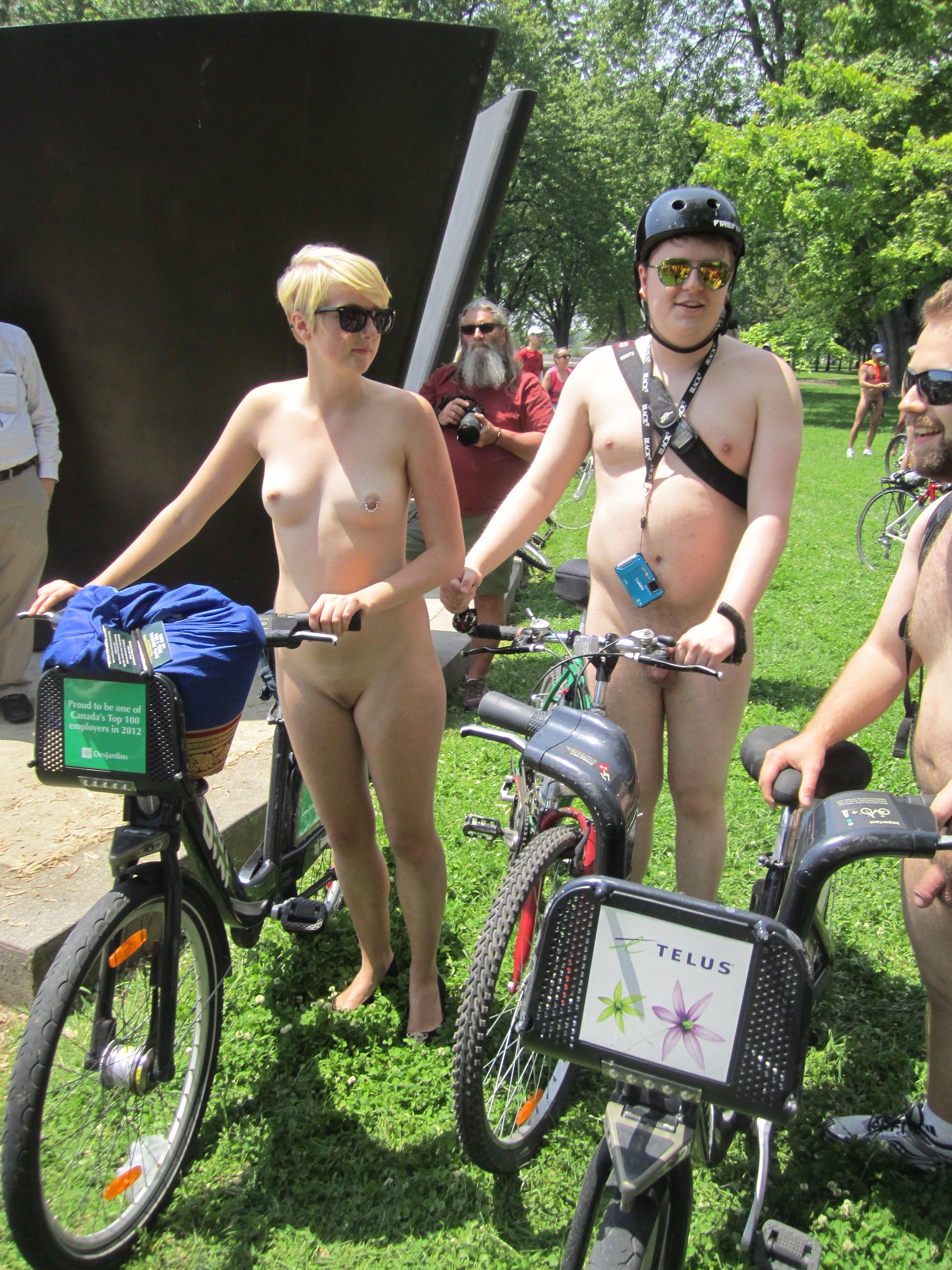 FKK mit Fahrrad - Bilder Foto und Video Gallery
