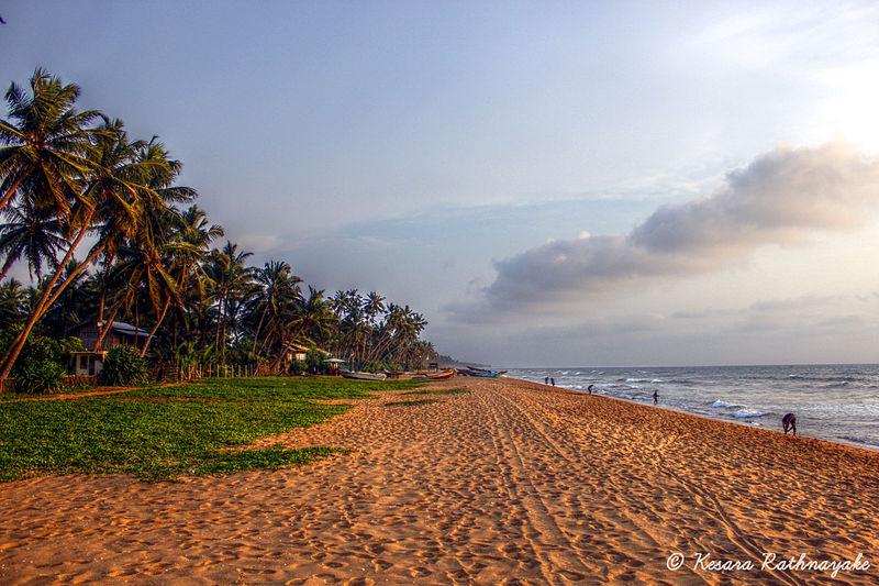 File:Wadduwa Beach.jpg