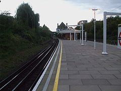 Wimbledon Park stn look north2.JPG