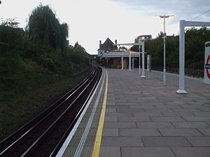 Wimbledon Park tube station - Image: Wimbledon Park stn look north 2