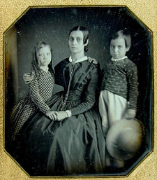 Woman children byJohnPlumbe DaguerreianSociety.png