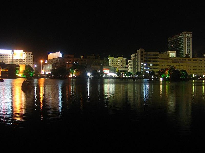 Wuhu Mirror Lake night.jpg