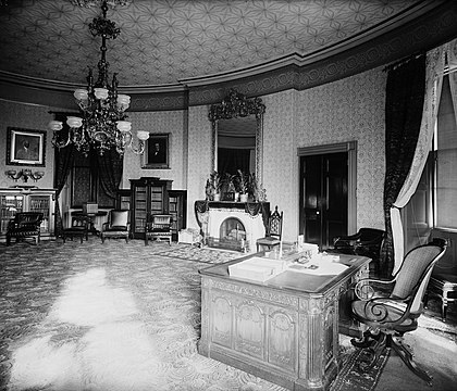 The Yellow Oval Room as President Grover Cleveland's library and study, 1886. Note his use of the Resolute desk. Yellow Oval Room 1886.jpg