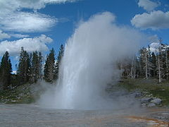 Yellowstone Grand Geysir 02.jpg