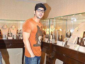 Zayed Khan - Zayed Khan at a Jewellery shop.