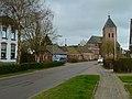 Zeerijp - dorpsaanzicht Borgweg richting Jacobuskerk.jpg