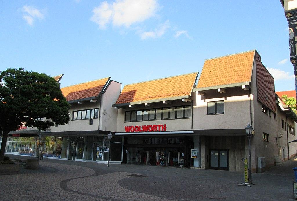 1024px-Zweckbau_in_der_Altstadt_-_Eschwege_Stad_-_panoramio.jpg