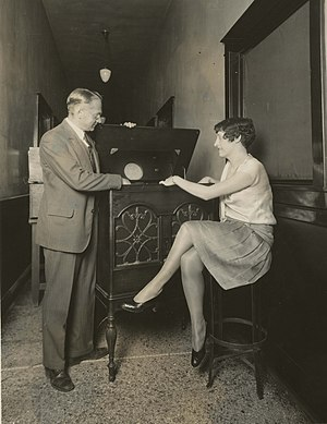 Television - Vladimir Zworykin demonstrates electronic television (1929)