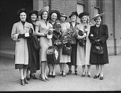 """The Women"" company- arrival in Sydney from Melbourne, January 1939 - photographer Sam Hood (7069535367).jpg"