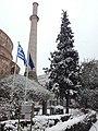 Χιονισμένο έλατο και ο μιναρές της Ροτόντας Θεσσαλονίκης.jpg
