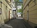 Больница св. Марии Магдалины, двор между прачечной и покойницкой.jpg