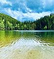 Озеро Синевир у сонячний день.jpg