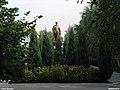 Пам'ятник В.І.Леніну (за кущами).jpg