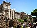 Храм Антонина и Фаустины и храм Ромула - panoramio.jpg