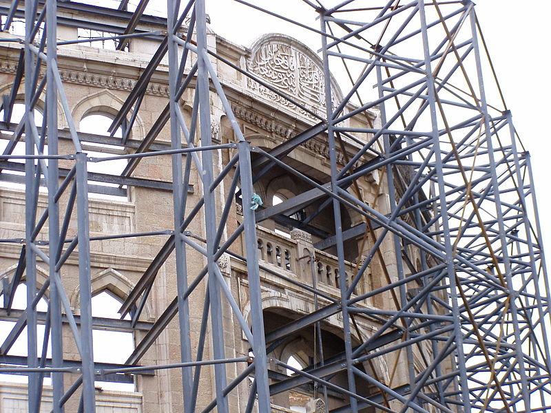 עבודות שימור חזית המבנה