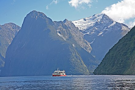 Typical view of the Milford Sound 00 1371 New Zealand - Milford Sound.jpg