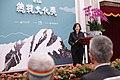 11.14 總統出席第九屆「總統文化獎」授獎儀式,並逐一說明本屆得獎者之傑出貢獻 (38381333502).jpg