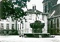 1920 circa Evangelisch-lutherisches Landeskirchenamt Hannover, Königliches Konsistorium am Neustädter Markt, Calenberger Straße 34, Fachwerkflügel mit Duve-Brunnen.jpg