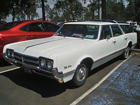 1966 Oldsmobile Vista Cruiser (5279666074).jpg