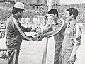1980년 제2기 소방간부후보생10 이기환이 체육대회에서 상장을 받는 모습.jpg