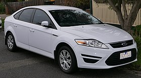 2011 Ford Mondeo (MC) LX hatchback (2015-07-14) 01.jpg