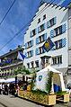2013 Sechseläuten - Zunfthaus zur Haue und Wagen der 'Kämbler-Zoifter', Limmatquai in Zürich 2013-04-15 13-38-16.JPG