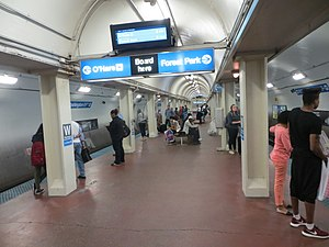 Washington station (CTA Blue Line) - Image: 20140926 061 CTA Blue Line L @ Washington