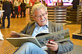 2015-10-07 Wirtschaftsmesse Hannover, (1352) Der Fotograf Marc Theis bei der Lektüre seines neuesten Buches.JPG