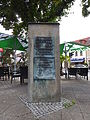 20150908 xl P1020673 Strausberg Baudenkmal August-Bebel-Straße Lustgarten dreiseitige Stele fuer Arthur Becker.JPG