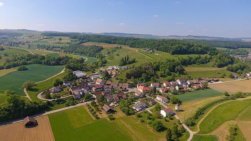 File:2018-05-11 15-43-12 Schweiz Hofen SH Hofen 573.2.jpg