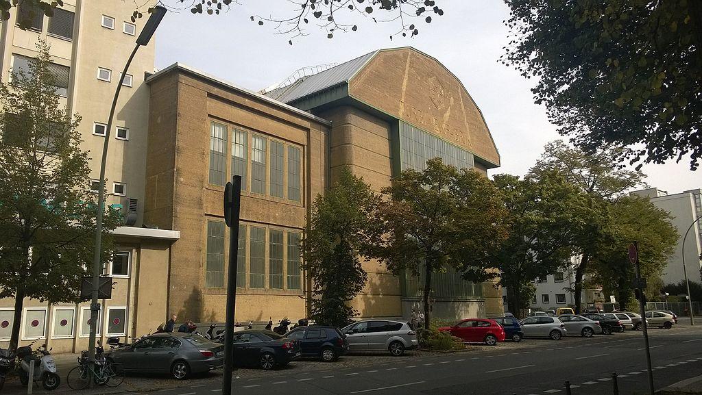 AEG Turbinenhalle Fassade.jpg