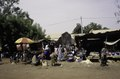 ASC Leiden - van Achterberg Collection - 03 - 24 - Un marché quotidien le long de la route de Mopti - Ségou, Mali - novembre-décembre 1993.tif
