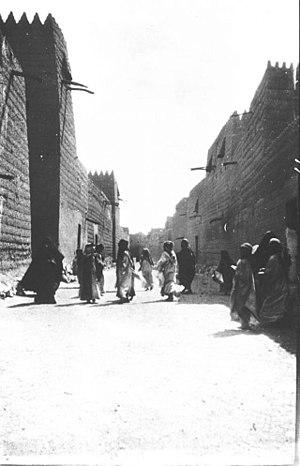 Ha'il - A street in Ha'il, 1914.