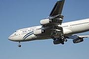 Boeing 747-400 lands