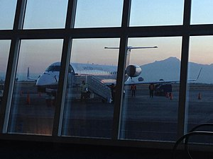 Puebla International Airport - United Express Embraer ERJ 145 and Malinche mountain