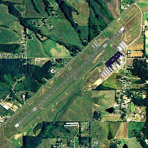 Albertville Regional Airport - NAIP aerial image, 21 June 2006