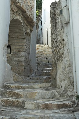 Alley in Apeiranthos, Naxos, 118808.jpg