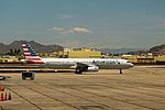 AmericanN923US-A321-TaxiPHX-May2015 (32882870496).jpg